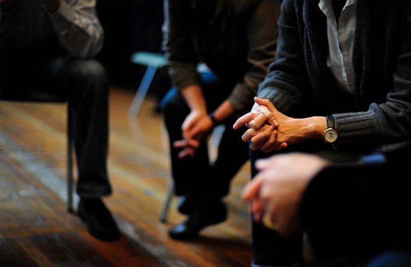 Workshop-Teilnehmer diskutieren in einer Runde
